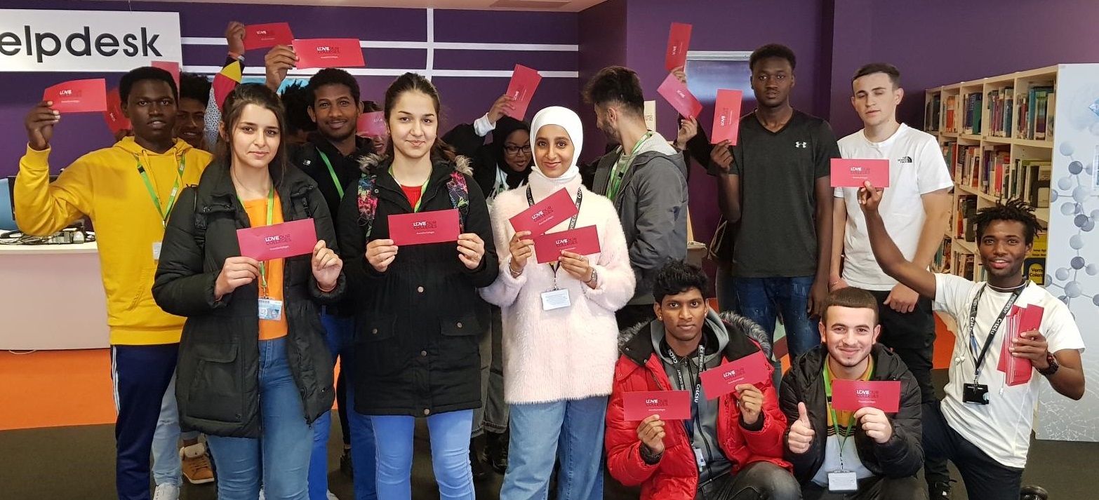Student reps promote pledge card campaign