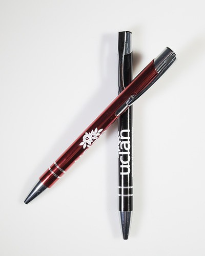 Crested metal pen red and black
